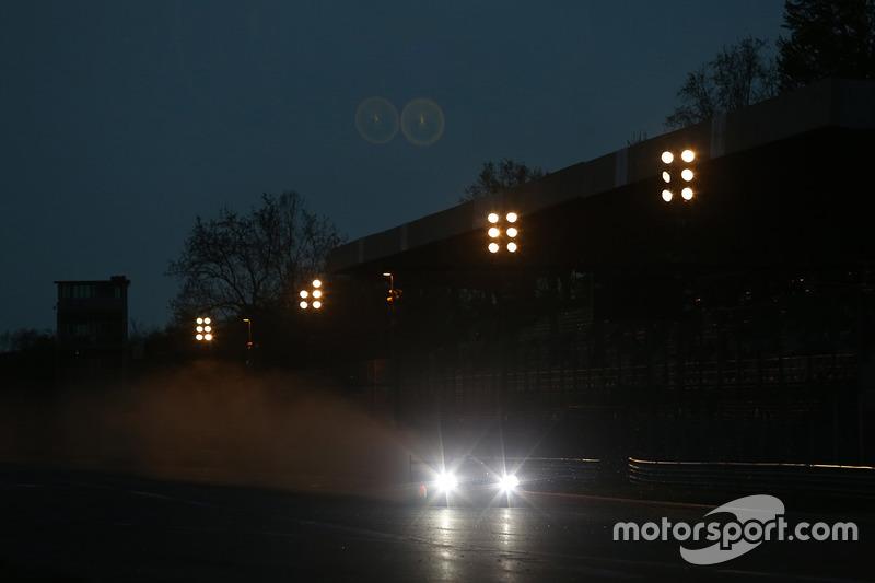 Action bei Dunkelheit in Monza