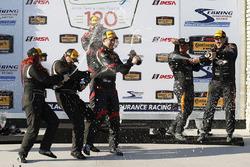 Podio ST: i vincitori #17 RS1 Porsche Cayman: Nick Galante, Spencer Pumpelly, al secondo posto #44