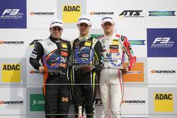 Подиум, новички: победитель Ландо Норрис, Carlin, второе место – Джозеф Моусон, Van Amersfoort Racin