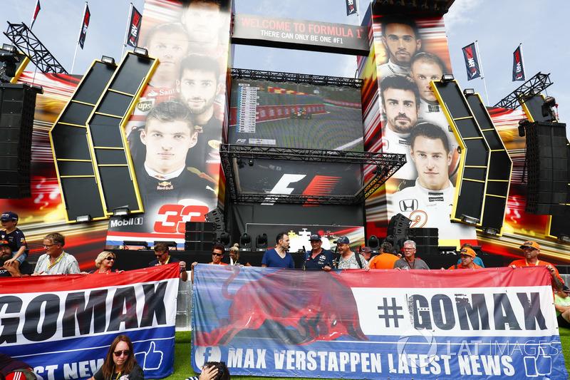 Cartelli per Max Verstappen, Red Bull