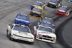 Tyler Reddick, Chip Ganassi Racing Chevrolet e Cole Custer, Stewart-Haas Racing Ford