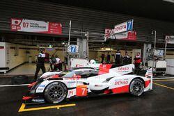 #7 Toyota Gazoo Racing, Toyota TS050 Hybrid: Mike Conway, Kamui Kobayashi