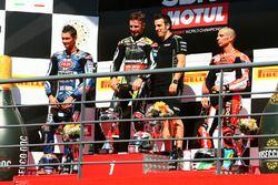 Podium: Ganador, Jonathan Rea, Kawasaki Racing, segundo, Michael van der Mark, Pata Yamaha, tercero,