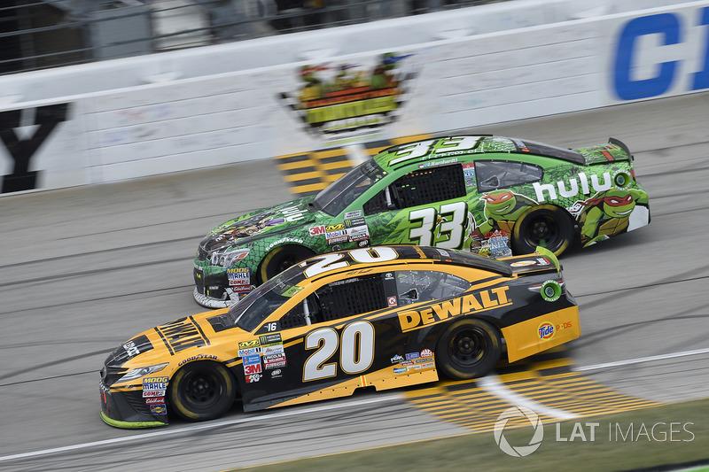 Matt Kenseth, Joe Gibbs Racing Toyota, Jeffrey Earnhardt, Circle Sport – The Motorsports Group Chevrolet