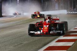 Установочный круг: Себастьян Феттель, Ferrari SF70H, и Макс Ферстаппен, Red Bull Racing RB13