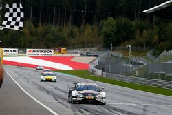 Zwart-wit geblokte vlag voor René Rast, Audi Sport Team Rosberg, Audi RS 5 DTM