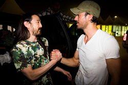 DJ Steve Aoki y Enrique Iglesias juntos