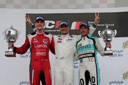 Podio: Ganador de la carrera Roberto Colciago, M1RA, Honda Civic TCR, segundo Hugo Valente, Lukoil C