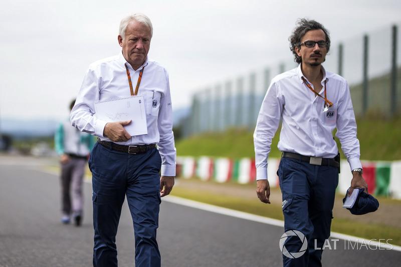 Laurent Mekies, FIA Güvenlik Direktörü ve Charlie Whiting, FIA Delegesi, pist yürüyüşünde