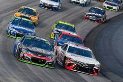 Кейси Кейн, Hendrick Motorsports Chevrolet и Бретт Моффитт, BK Racing Toyota