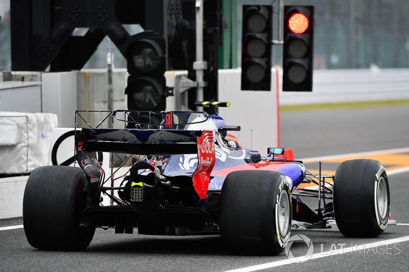 17. Carlos Sainz Jr., Scuderia Toro Rosso STR12 with aero sensors