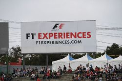 F1 Experiences banner and fans