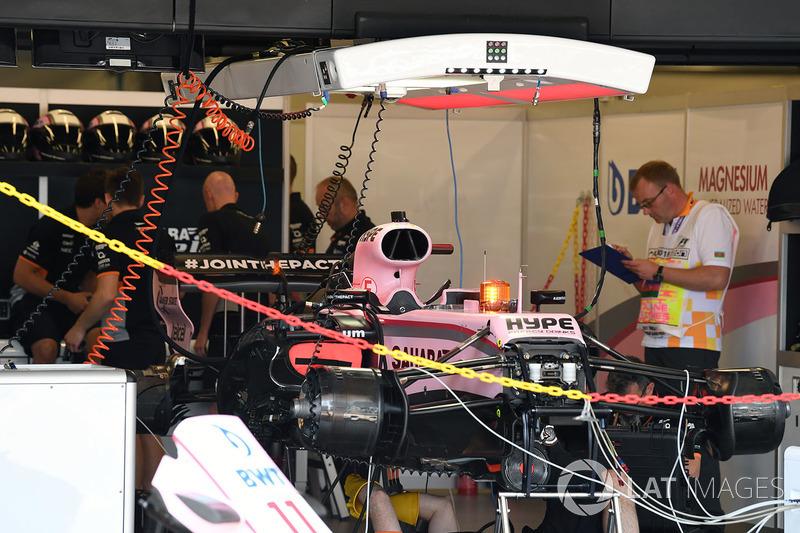 Sahara Force India VJM10 en el garaje
