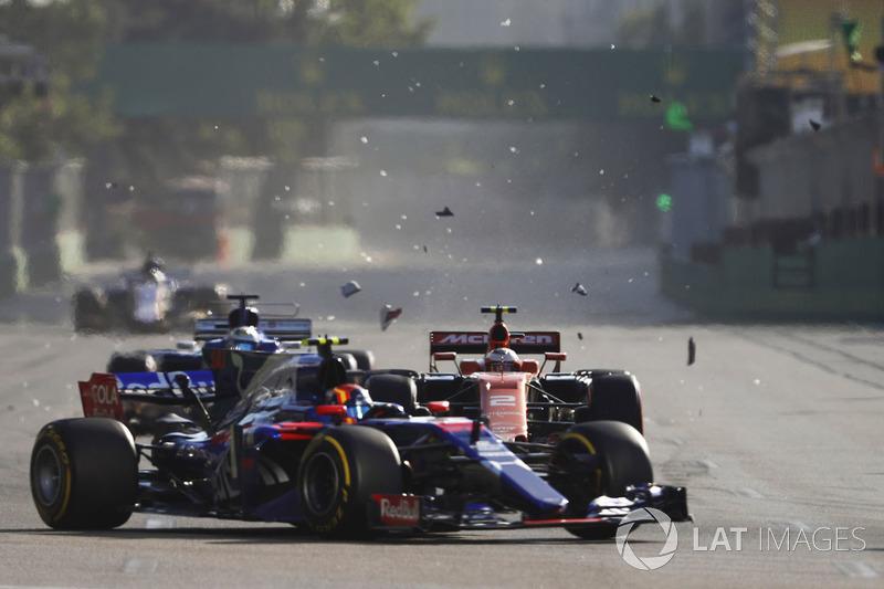 Fernando Alonso, McLaren MCL32, Daniil Kvyat, Scuderia Toro Rosso STR12, y Stoffel Vandoorne, McLaren MCL32