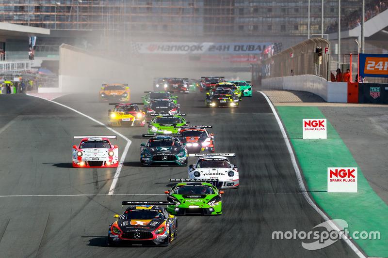 Start zum 24h-Rennen in Dubai