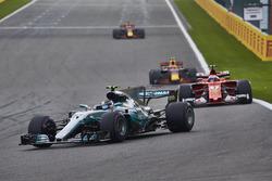 Valtteri Bottas, Mercedes AMG F1 W08, Kimi Raikkonen, Ferrari SF70H, Max Verstappen, Red Bull Racing RB13, Daniel Ricciardo, Red Bull Racing RB13