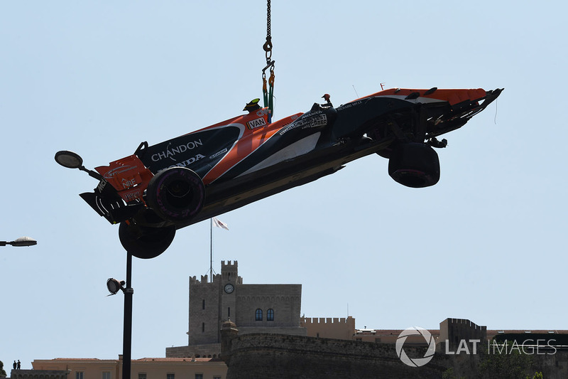 The crashed car of Stoffel Vandoorne, McLaren MCL32