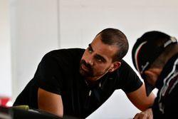 Jose Collado Mendez trabaja en el #31 MP1A Lamborghini Gallardo R GT3, Sergio Lagana, Champ 1 Motors