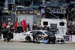 Kasey Kahne, Leavine Family Racing, Chevrolet Camaro Thorne Wellness pit stop