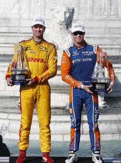 Winnaars Dual 1 en 2 Ryan Hunter-Reay, Andretti Autosport Honda, Scott Dixon, Chip Ganassi Racing Honda, podium