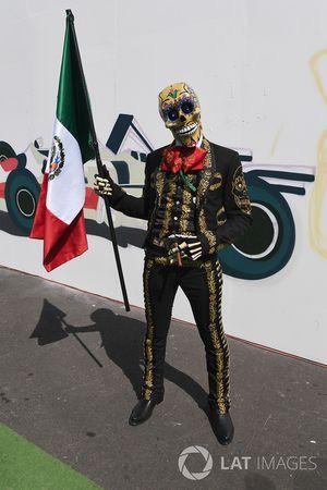 Disfraz de Día de Muertos y bandera de México