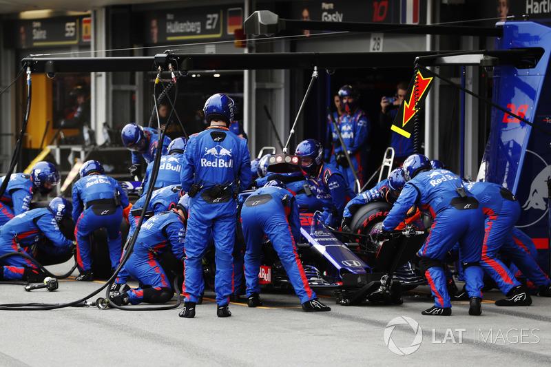 Brendon Hartley, Toro Rosso STR13 Honda, masuk pit stop