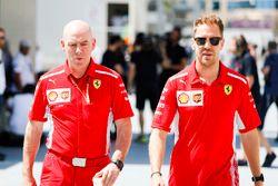 Jock Clear, Engineering Director, Ferrari, and Sebastian Vettel, Ferrari
