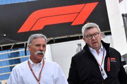 Chase Carey, CEO F1 en sportief directeur Ross Brawn