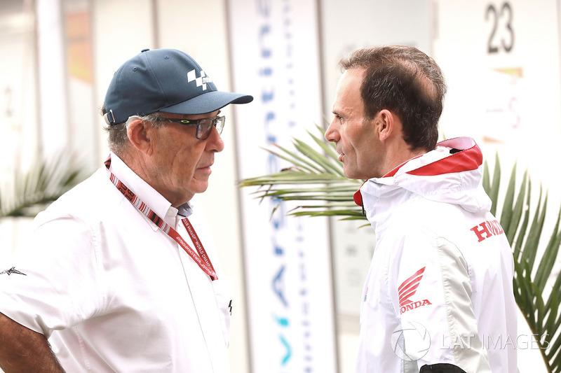 Carmelo Ezpeleta, director general de Dorna Sports, Alberto Puig, director del equipo Repsol Honda Team