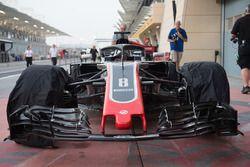 Haas F1 Team VF-18 nariz y ala delantera