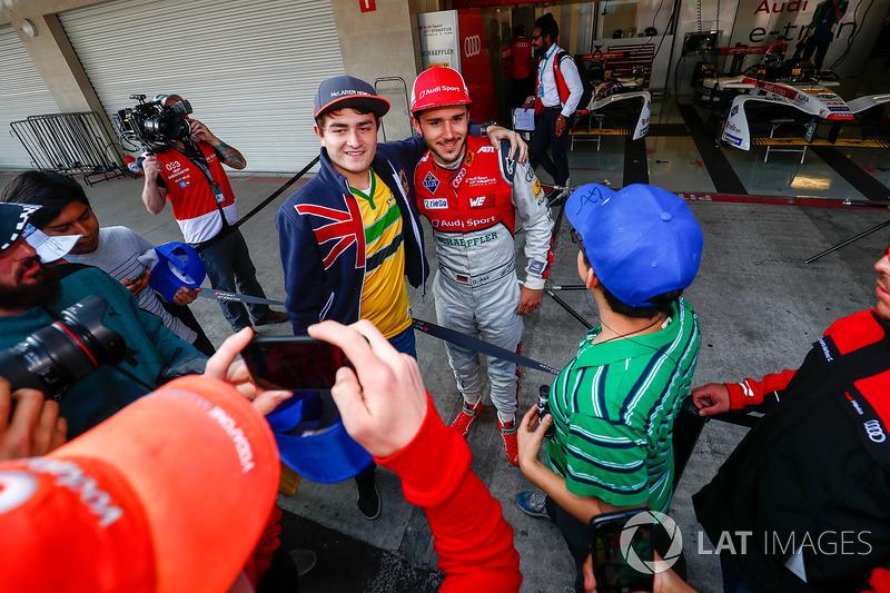 Fans pose for a photo in the pitlane with Daniel Abt, Audi Sport ABT Schaeffler