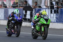 SS600: Anthony West, Webike IKAZUCHI Racing and Azlan Shah, Manual Tech KYT Kawasaki Racing
