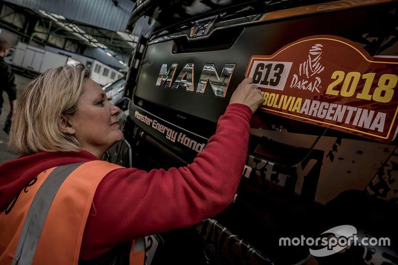 Preparativos de los vehículos de apoyo del Monster Energy Honda Team