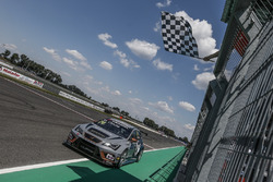 Race winner Pepe Oriola, Team Oscaro by Campos Racing Cupra TCR