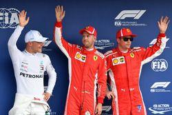 Segundo Valtteri Bottas, Mercedes-AMG F1, ganador de la pole Sebastian Vettel, Ferrari y el tercero Kimi Raikkonen, Ferrari en parc ferme
