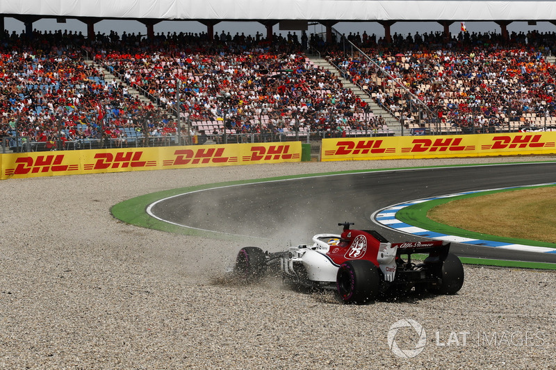 Marcus Ericsson, Sauber C37 Ferrari, nella ghiaia