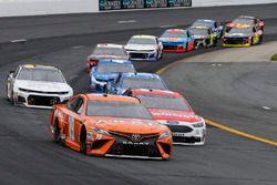 Daniel Suarez, Joe Gibbs Racing, Toyota Camry ARRIS e Paul Menard, Wood Brothers Racing, Ford Fusion Motorcraft / Quick Lane Tire & Auto Center