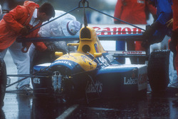Marshalls get Nigel Mansell's Williams FW14 Renault chassis off the track after his crash into the w