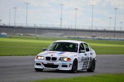 #333 MP3A BMW 330i, Joao Curry, Wiz Turmina and Nino Pagliato, Crazy 4 Auto