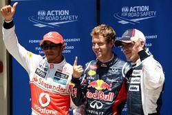 Себастьян Феттель, Red Bull Racing (поул-позиция), Льюис Хэмилтон, McLaren (второе место) и Пастор Мальдонадо, Williams F1 Team (третье место)