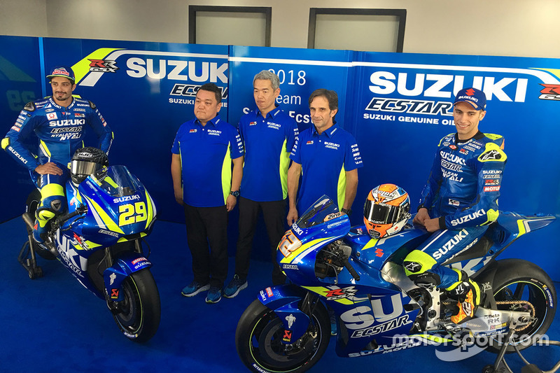 Andrea Iannone, Team Suzuki MotoGP, Alex Rins, Team Suzuki MotoGP with team members