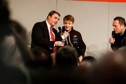 Nigel Mansell talks to Henry Hope-Frost, and performs a magic trick, with Billy Monger on the Autosp