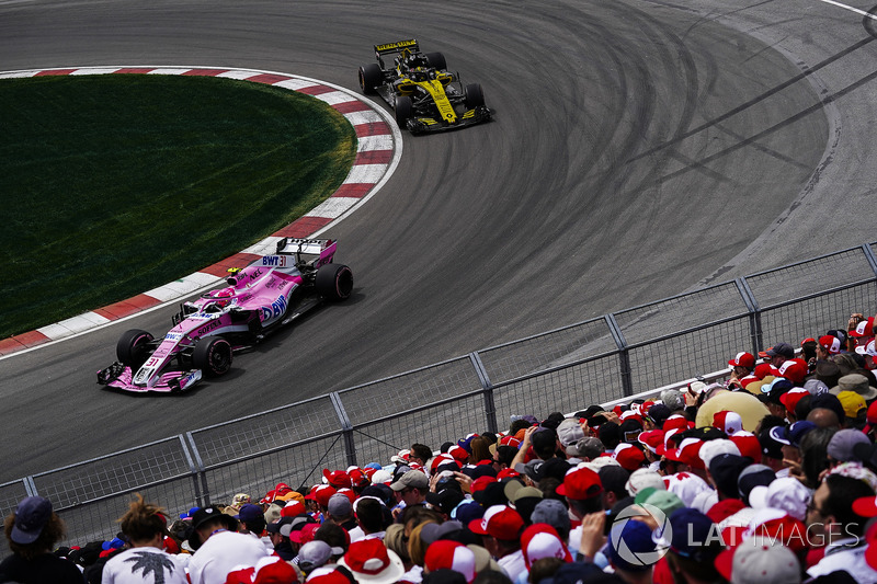 Esteban Ocon, Force India VJM11, precede Nico Hulkenberg, Renault Sport F1 Team R.S. 18