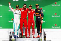 Valtteri Bottas, Mercedes AMG F1, 2e plaats, Nicola Bariselli, Race Engineer, Ferrari, Sebastian Vettel, Ferrari, 1e plaats en Max Verstappen, Red Bull Racing, 3e plaats