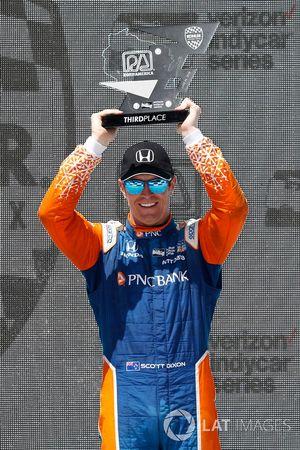 Scott Dixon, Chip Ganassi Racing Honda, festeggia sul podio