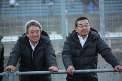 Presidente Takahiro Yachi y Masashi Yamamoto Gerente de Deportes de Motor