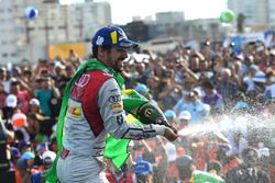 Lucas di Grassi, Audi Sport ABT Schaeffler, spuit met champagne