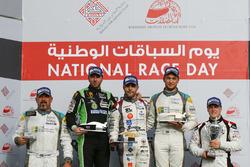 منصة تتويج السباق الثاني لجولة البحرين ما قبل الأخيرة: الفائز: ديلان بيريرا، المركز الثاني: توم أولي