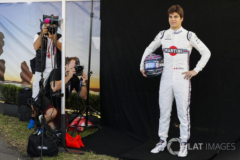 Lance Stroll, Williams Racing, viene fotografato
