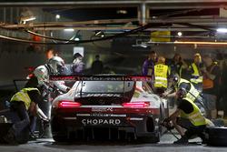 Pit stop, #1 Hofor-Racing Mercedes-AMG GT3: Michael Kroll, Chantal Kroll, Roland Eggimann, Kenneth H